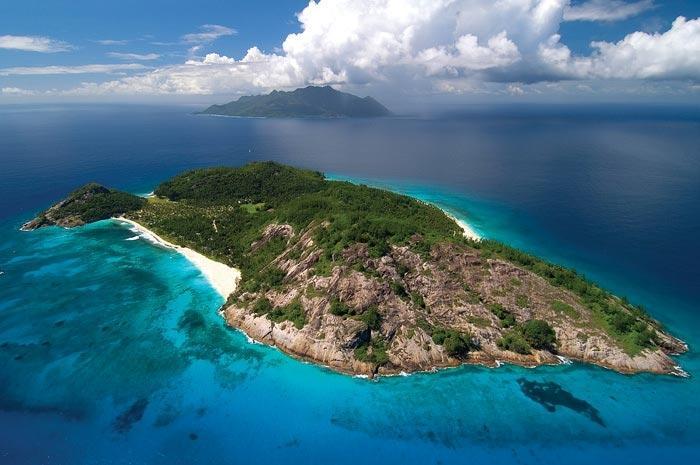 Мавриция (Mauritia) е потънал континент между Индия и Мадагаскар.