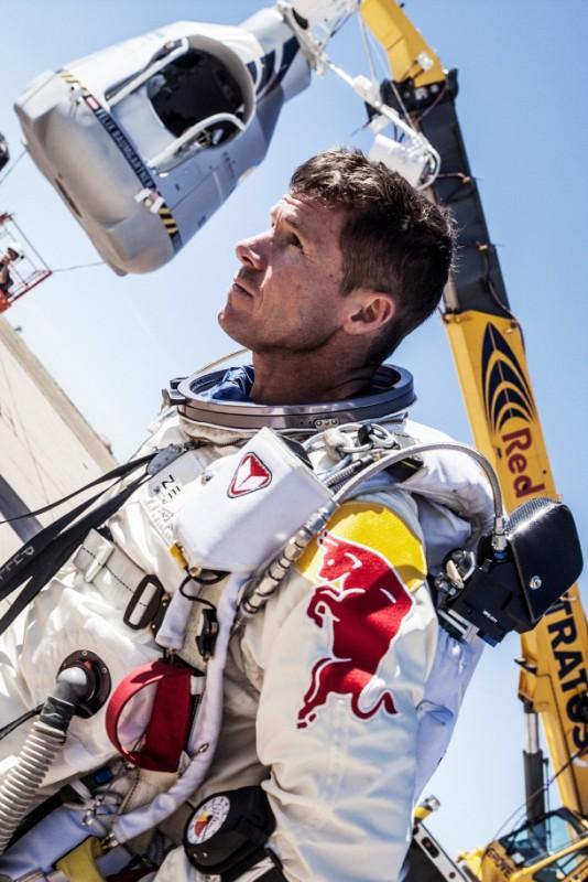 Феликс Баумгартнер ще скача от ръба на космоса